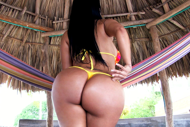 Big Colombian ass gets fucked outdoors