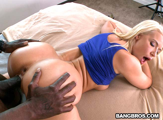 ������� ����� ����� ���� ��������� ������ ������ ��� / Anikka Albrite (Big Butt White Girl Takes Big Black Dick) (2014) HD 1080p