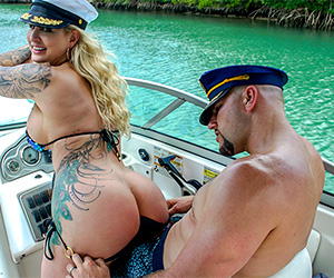 doing-anal-in-a-wild-boat-ride