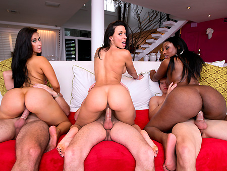 3 Huge Ass Pornstars Fuck Like Crazy Ass Parade