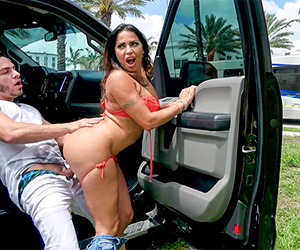 julianna-vega-loves-to-fuck-in-public