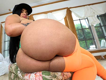 Big booty Latina gets some anal