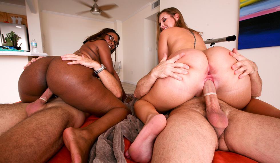 Групповой секс с большими попами фото, показывает дома пизду домашнее видео