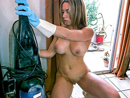 Latina maid banged after cleaning