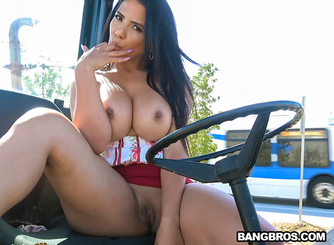 PublicBang – Fucks in Public – Rose Monroe